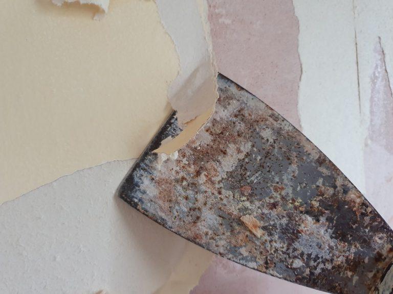 Remove Stubborn Wallpaper – Stripping Back